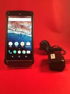 LG/Google Nexus 5 ( Déverouillé pour toutes les réseaux) en parfait état 10/10