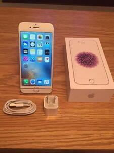 Apple iPhone 6 16GB Blanc et Argent (Fido) État MINT 10/10 ***Garantie Apple Mai 2017***