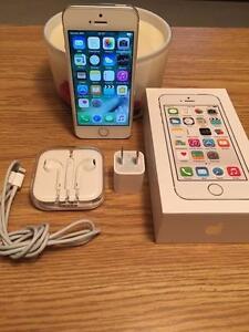 Apple iPhone 5s - 16GB - Blanc et Argent - Bell/Virgin
