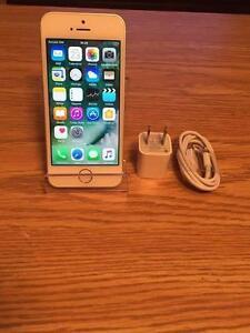 Apple iPhone SE Déverouillé pour tous les réseaux *** Garantie Apple Sept 2017***
