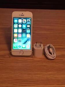 Apple iPhone 5s Blanc et Argent 16GB Bell/Virgin