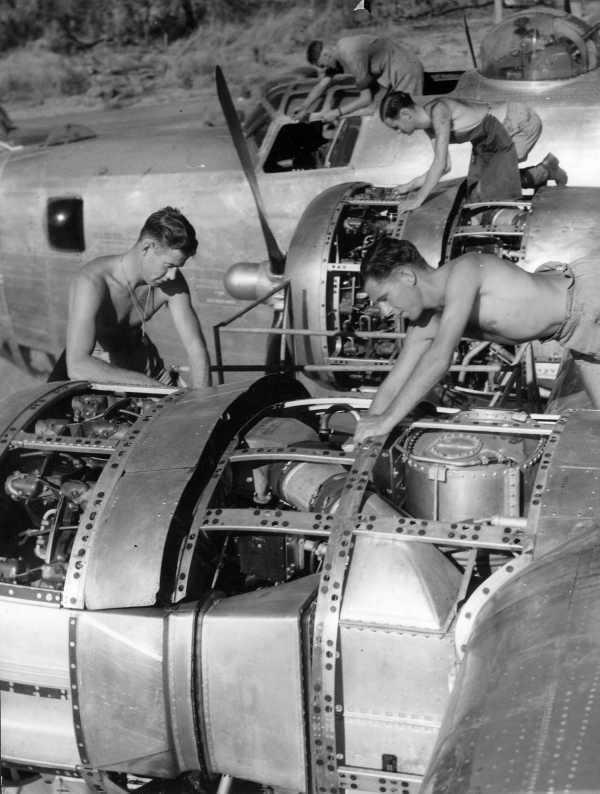 WW2  Photo Australian Force B-24  RAAF Australia WWII WW2 World War Two RAAF