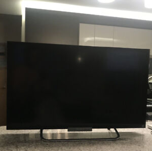 32' Smart TV - Barely Used - Urgent