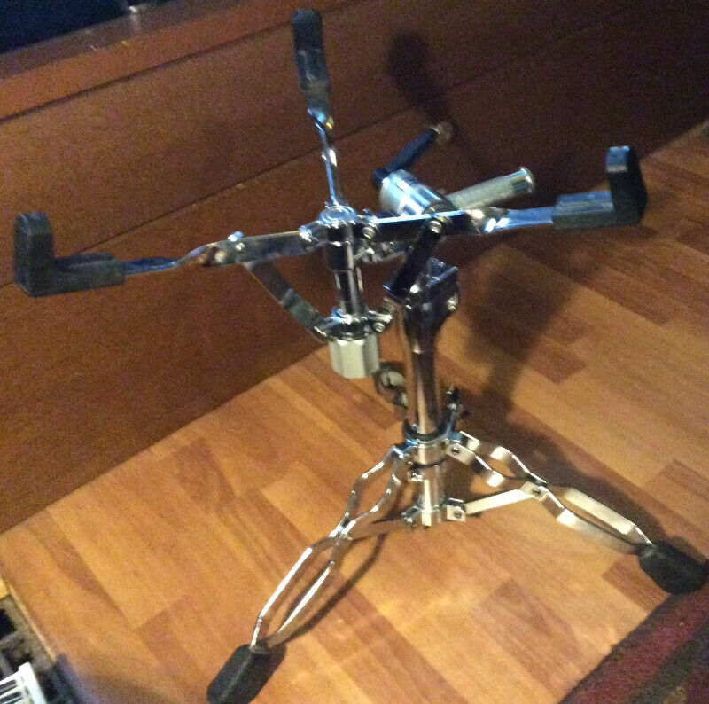 DW 9000 series snare stand   MINT!