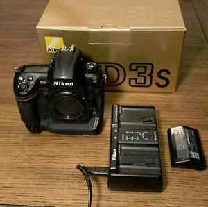 Nikon D3S Professional DSLR body with extra battery and box