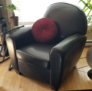 Faux Leather Black Round Back Chair **New Condition**