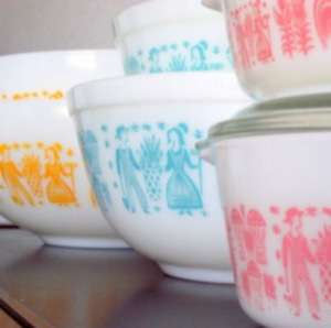 Looking to buy Pyrex PINK or BLUE