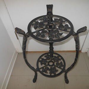 CAST IRON 2 TIER PLANT STAND