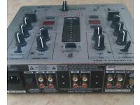 Behringer VMX100 mixer