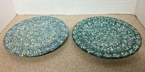 """2 Vtg Workshops of Gerald E HENN Pottery Blue & Green Double-Sponged 10"""" Plates"""