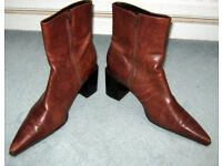 LADIES TAN / BROWN ? BOOTS ( NINE WEST ) US SIZE 8 1/2 EU SIZE 6 1/2