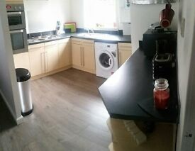 ** One Bed Fully Furnished Bungalow To Rent ** Front and back garden. Private parking.
