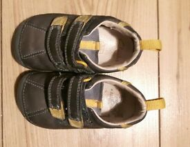 Clarks first walkers Grey and yellow 4½ G