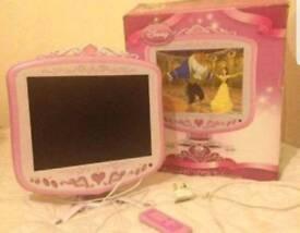 **FAULT** TV monitor Disney princess