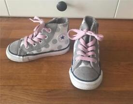 Girls grey & pink converse size 6. REDUCED