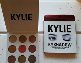 Kylie Jenner eye shadow The Burgundy Palette