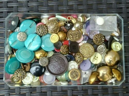 HUGE LOT VINTAGE BUTTONS HUNDREDS METAL AND FASHION BUTTONS UNSEARCHED