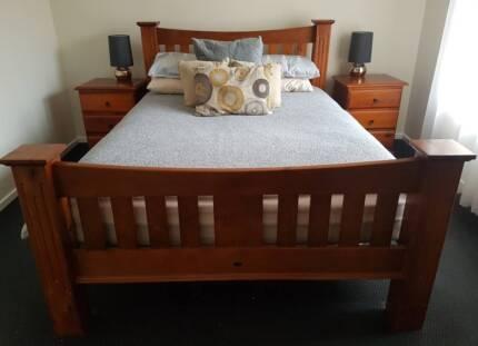 Full Queen Bedroom Suite / Furniture Set