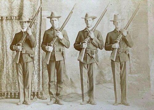ORIGINAL INDIAN WARS US ARMY INF SQUAD PERCUSSION RIFLE CABINET PHOTO IOWA c1897