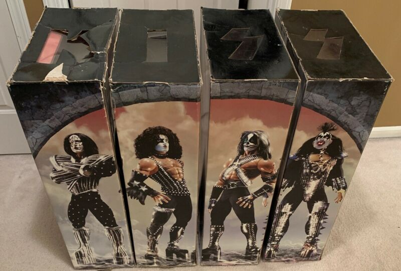 KISS Memorabilia 24 LOVE GUN Figures - Full Set