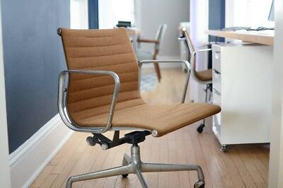 Pair of mid century modern Herman Miller Eames Aluminum Group Management chairs for sale  Milwaukee