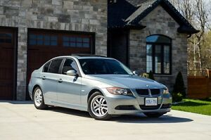 MINT 2006 BMW 323i - Low kms