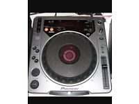 Pioneer CDj 800 perfect condition , and in fully working order. Comes with RCA cables