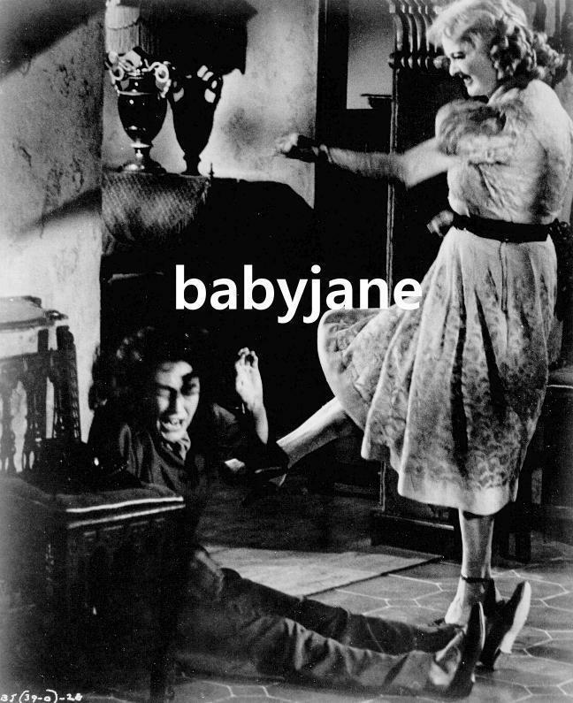 136 BETTE DAVIS KICKS JOAN CRAWFORD WHAT EVER HAPPENED TO BABY JANE? PHOTO