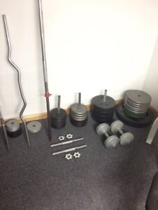 Weights, plates, bench, bars West Island Greater Montréal image 2