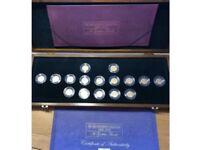 Sixteen 22ct Gold Half Sovereign Royal Mint Coin Box set