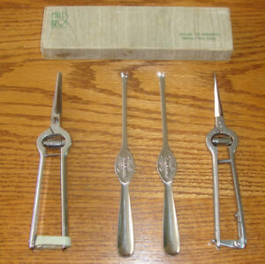 VINTAGE LOBSTER SHEARS/CRACKERS AND PICKS