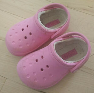 Lined Crocs sandals, toddler size 8 - 9, good condition