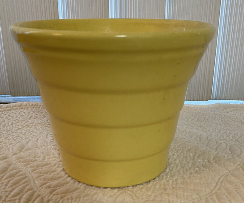 Bauer yellow planter very good condition
