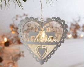 Metallic light up reindeer heart decoration