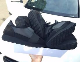 BALENCIAGA RUNNERS TRIPLE BLACK * NEW *