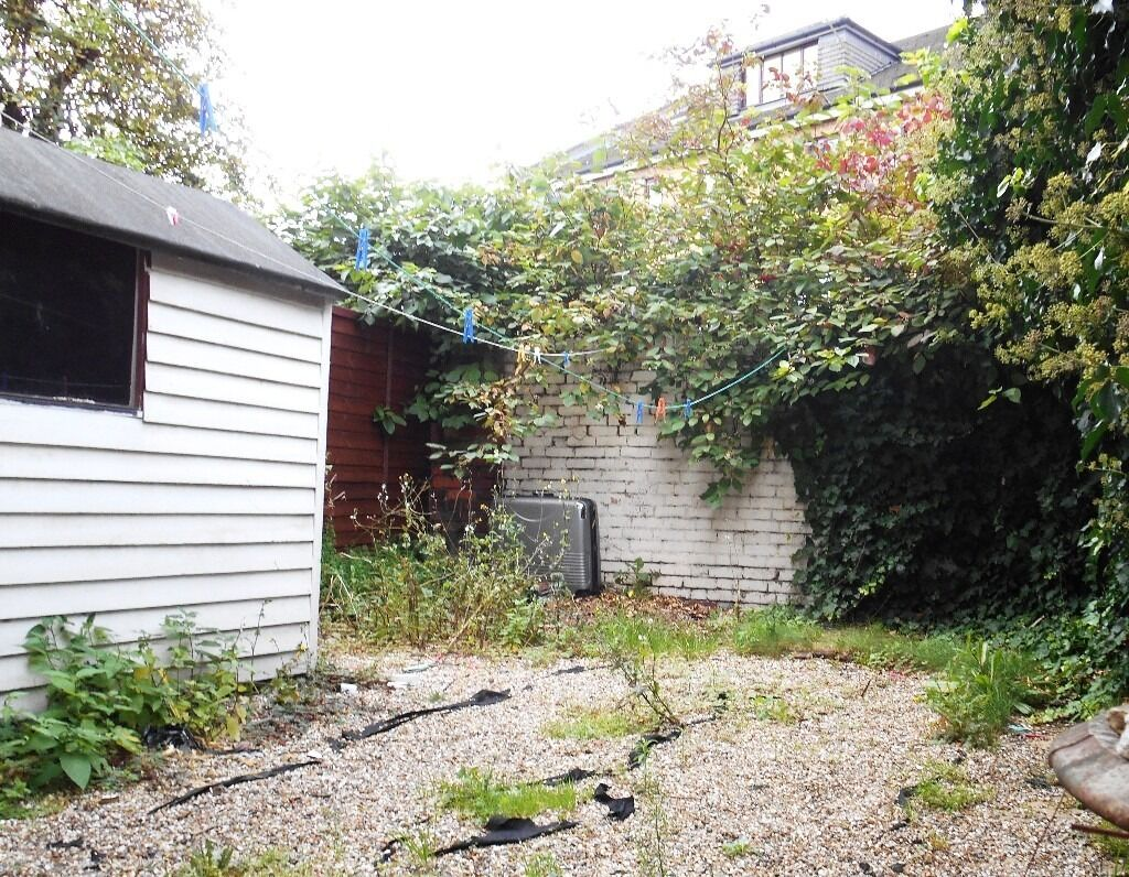 GROUND FLOOR GARDEN STUDIO WITH SEPARATE KITCHEN BY ZONE 3/2 NIGHT TUBE, 24 HOUR BUSES & SHOPS