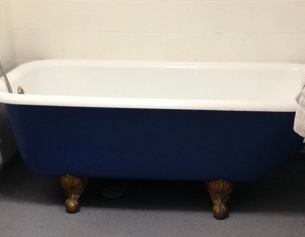 Free standing roll top bath with eagle claw feet + sink + pedestal + ...