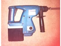 MAKITA BHR200 24 VOLT SDS HAMMER DRILL, 3 BATTERIES, CHARGER & CARRYING CASE