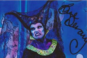TV-STAGE-AND-THEATRE-SUE-DEVANEY-SIGNED-6x4-ACTION-PHOTO-COA