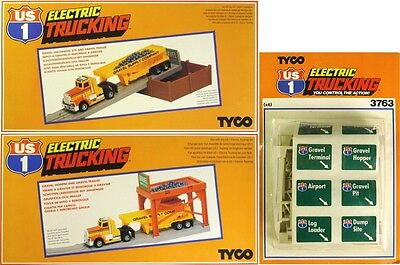 3 Pc 1982 Tyco Us-1 Trucking Slot Car Gravel Hopper & Unloader + Road Signs