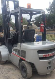 Nissan Forklift with rotator