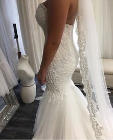 Gorgeous wedding dress used for a few hours