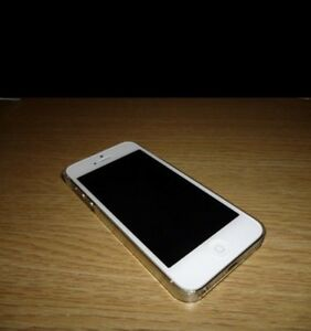 Unlocked iPhone 5 for $200 London Ontario image 1