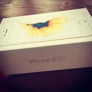16 gb gold iPhone 6s. Best offer locked to rogers/chatr.