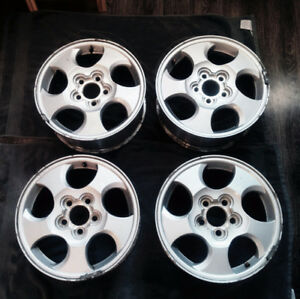 "4 SATURN VUE RIMS 16"" + CENTRE CAPS"
