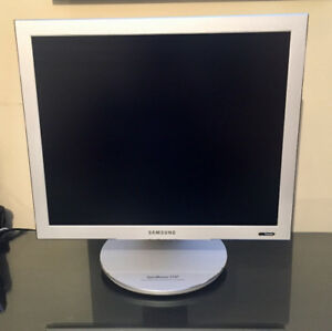 "Samsung 17"" HD Computer Screen"