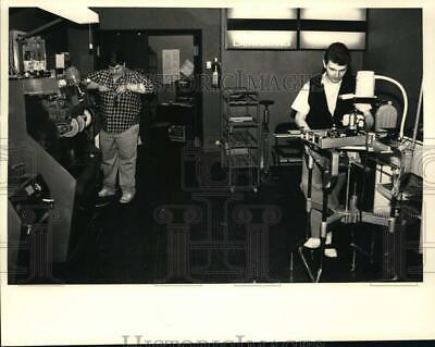 1986 Press Photo Christian Bergeron & Scott Oles at work at Guilderland, NY (Scott Mall)