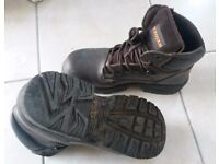 Brown steel toe-capped safety boots - size 9