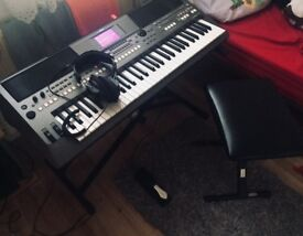 Yamaha psr s670 included with acessories
