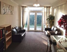 DESIGNER REFURBISHED 2 DOUBLE BED FLAT. LARGE PRIVATE GARDEN. OFF STREET PARKING.